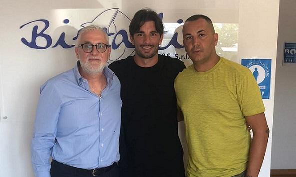 Il difensore classe 1989 Matteo De Gol è il primo acquisto rossoblù. Promosso in prima squadra il giovane 2002 Ciro Fonticelli